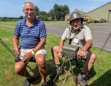Deze heren werken met apparatuur van ver voor het bestaan van websites