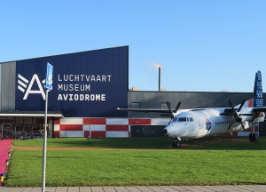 Radiokamer Aviodrome en morse door Omroep Flevoland